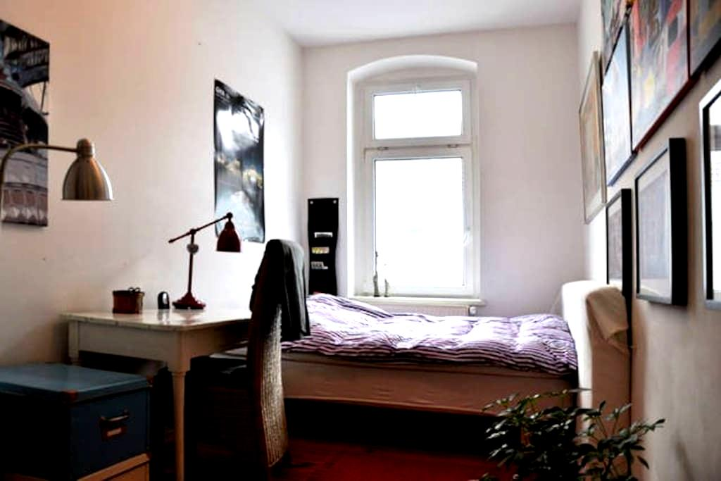 Nice room In Friedrichshain Berlin - Берлин