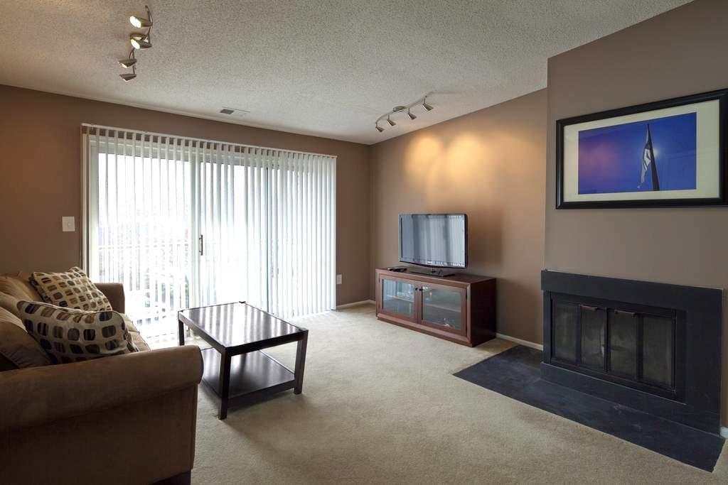 1 Bedroom Condo - Hamilton Township - Condominium