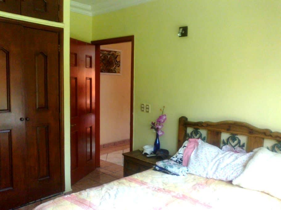 Beautiful room with swimming pool - Cuernavaca - Bed & Breakfast