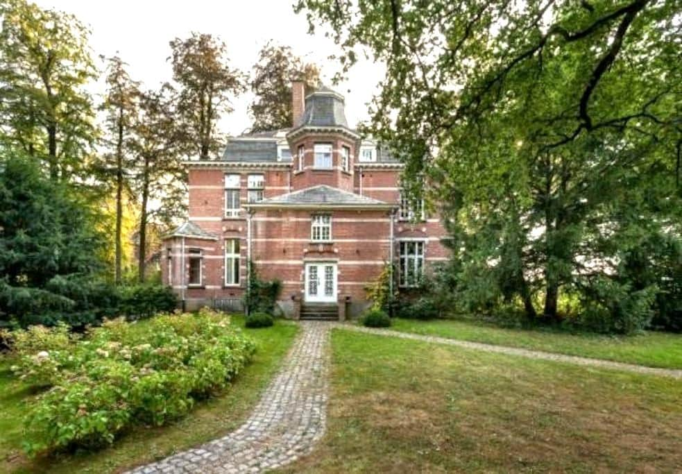 Beautiful park apartement with garden, near Leuven - Bierbeek - Byt