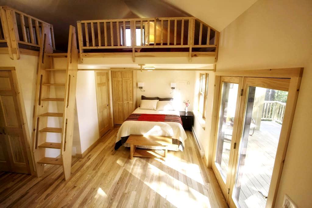 Elegant Finger Lakes Retreat at Owl Moon Cottage - Newfield - Casa de huéspedes