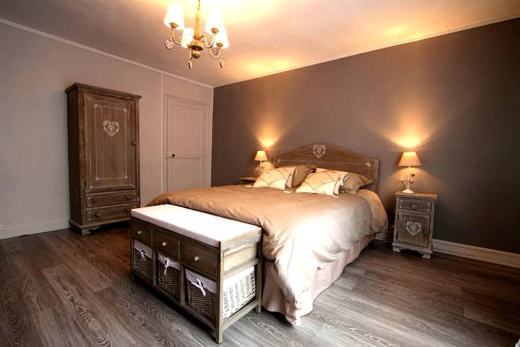 Chambre Romanza en Vexin - Brueil-en-Vexin - Aamiaismajoitus