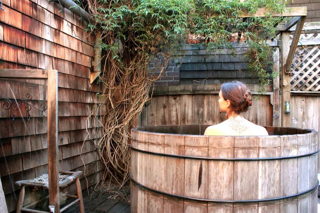 Treehouse Sanctuary with Tea and Hot Tub - 伯克利 - 独立屋