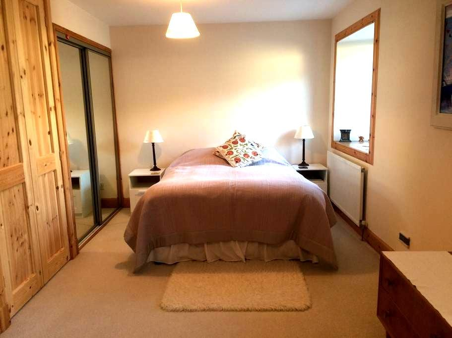 Cosy 3BD with private parking - Newmills - Bed & Breakfast