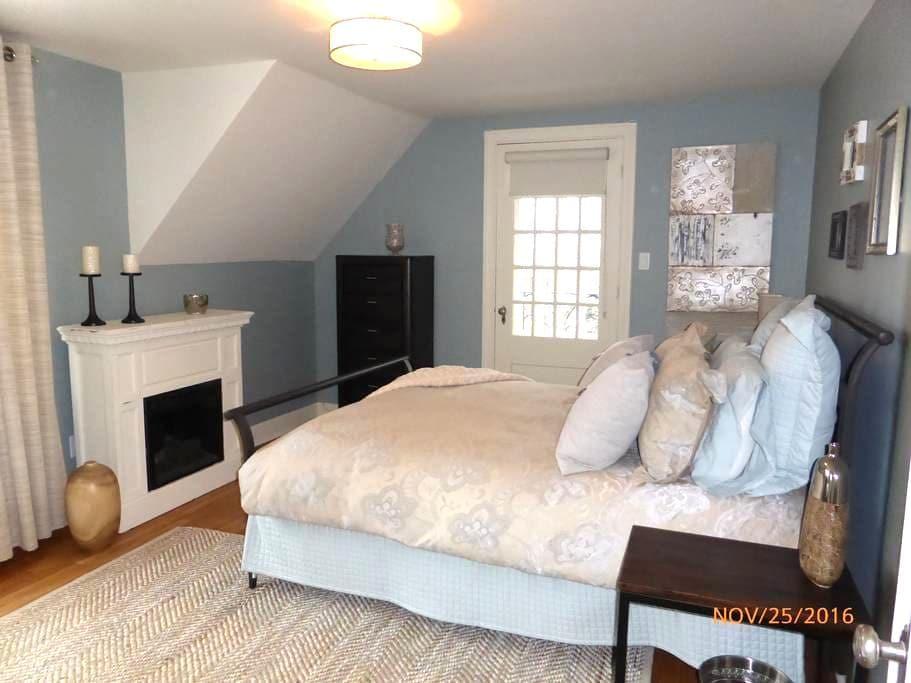 Grande chambre disponible - Sherbrooke - Huis