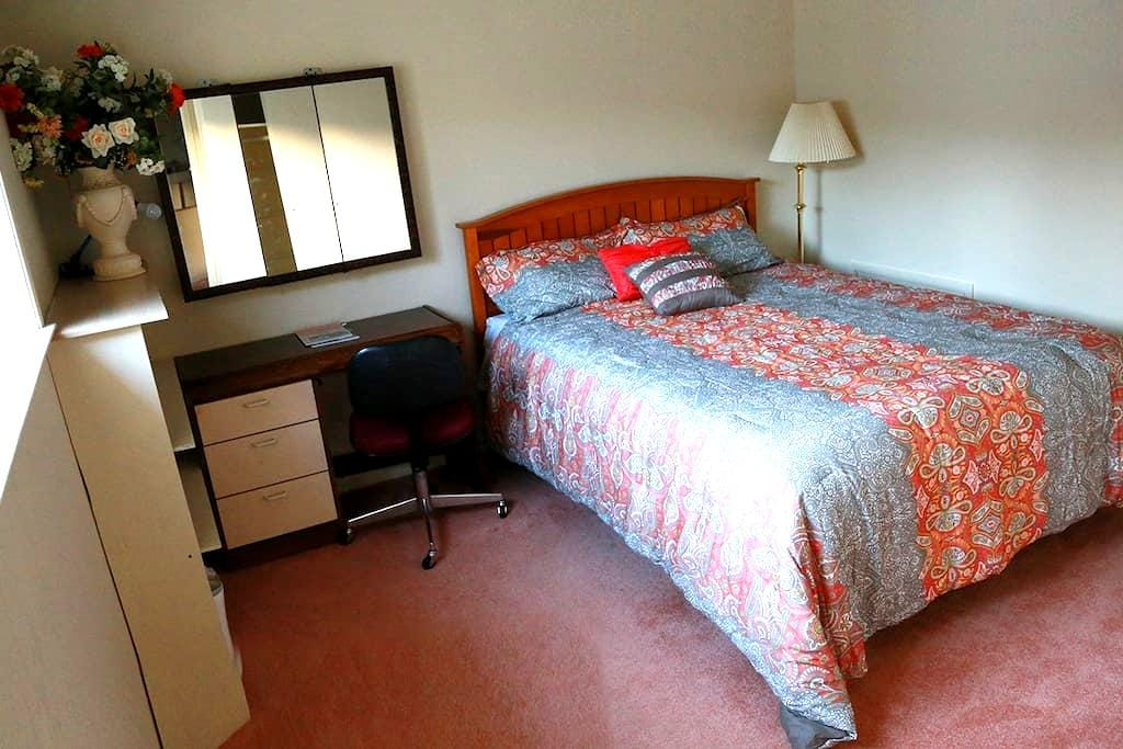 Remodeled Room In SF Bay Area Near Train &Downtown - San Carlos - Dom
