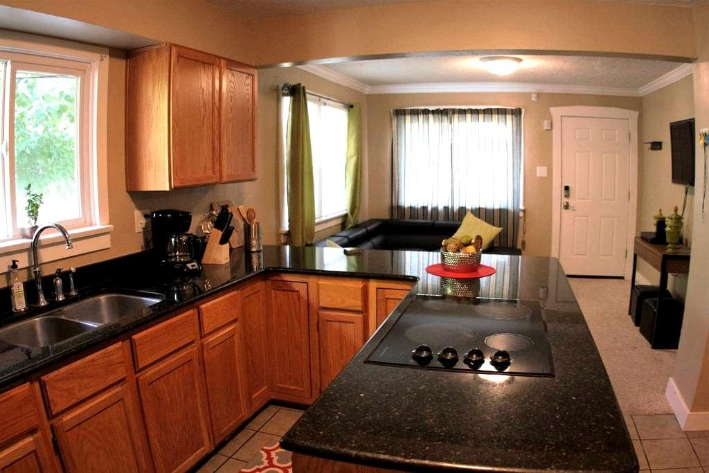 1930's Makeover 2BR a great deal! - Salt Lake City - Haus