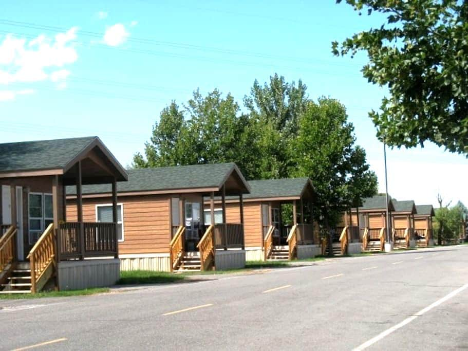 Home away from home camping lodge - Springville - Stuga