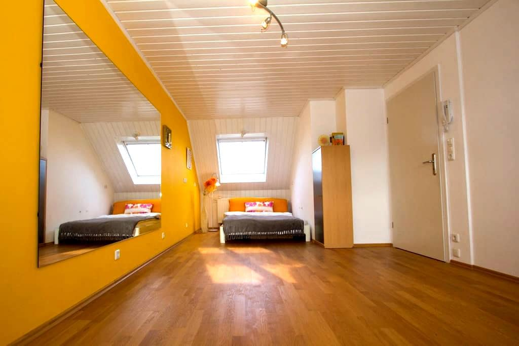 Room with private bathroom - Karlsfeld - Appartement