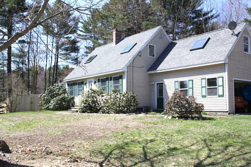 Pet friendly home and walk to town! - Brunswick - Casa