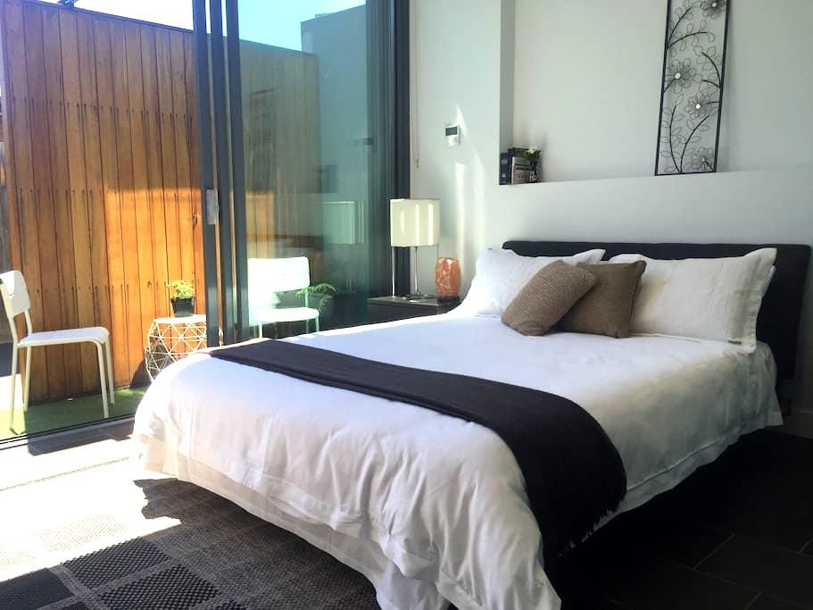 Contemporary private room with its own entry - Cremorne