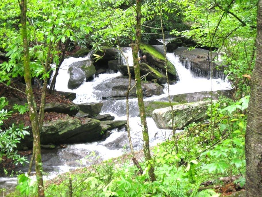 Laughing Waters Creek Cottage - Gerton - Talo
