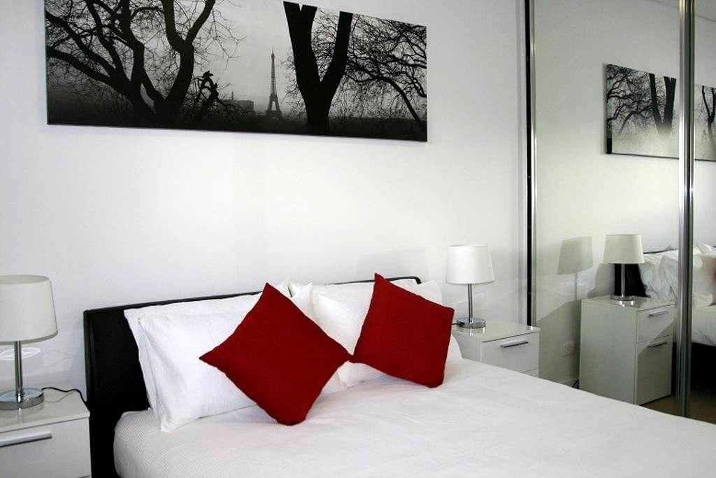 Executive 2Bd Apt with ensuite in Woden - Phillip