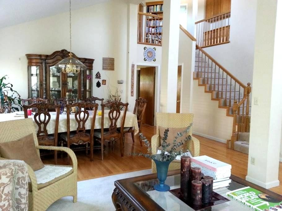 Business or Vacation - Room in quiet Cupertino ! - Cupertino - Casa