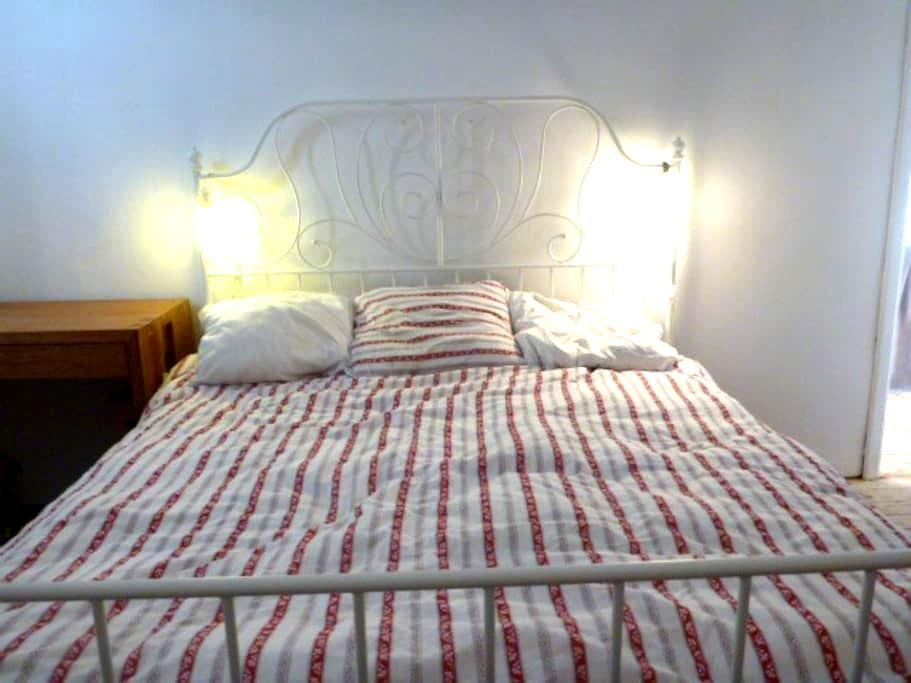 Double room in a lovely cottage au Chant D'oiseau - ヴォルウェ=サン=ピエール(Woluwe-Saint-Pierre)