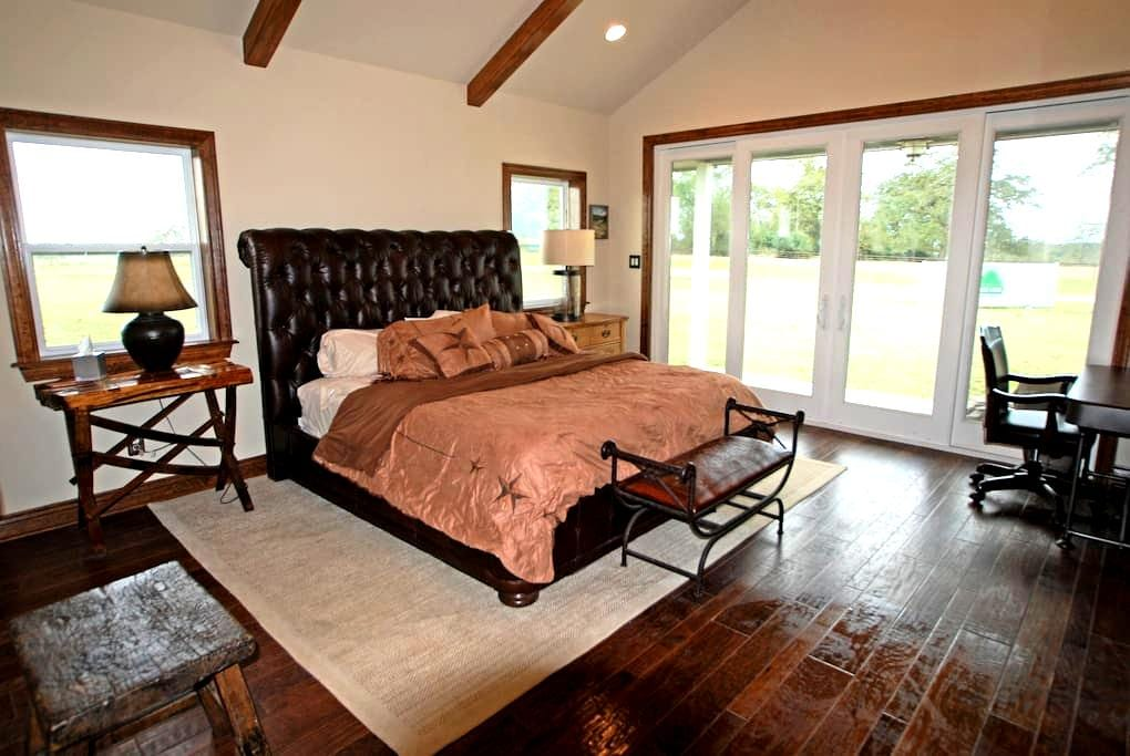 Green Oaks Cattle Company - Texas Guesthouse - Madisonville - Rumah Tamu