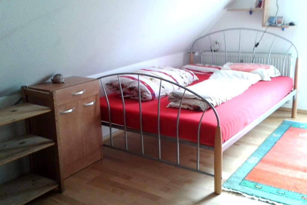 Ruhiges  zentrales Zimmer im Grünen - Gießen