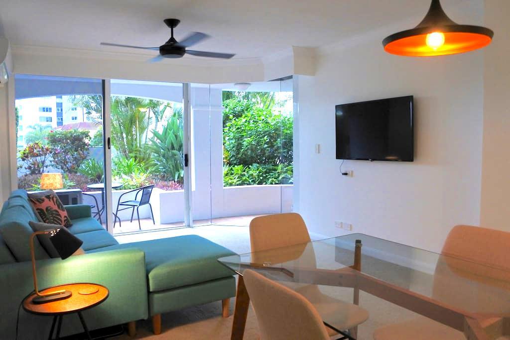 Private Apartment in the Heart of Broadbeach - Broadbeach - Apartment