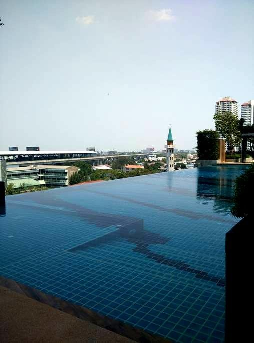close to airportlink station huamak - Suan Luang