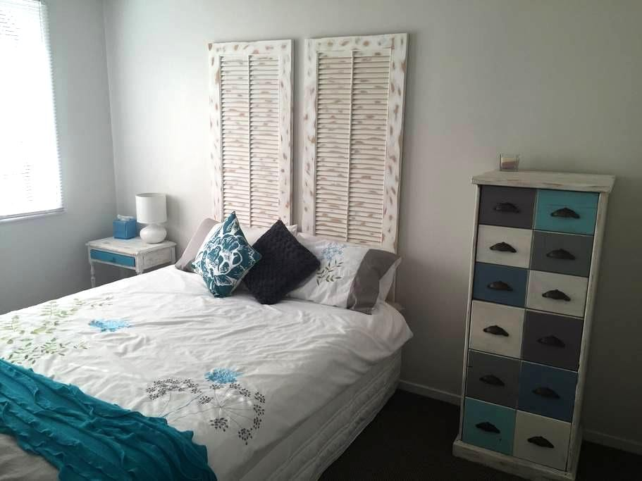 Cozy room, close to the airport - Auckland - Talo