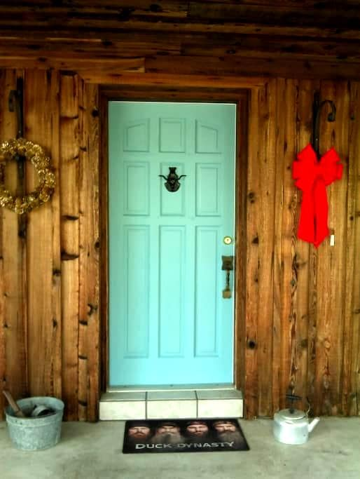 Ranch Style House with Rustic Charm/Bathroom - Пунта-Горда - Дом