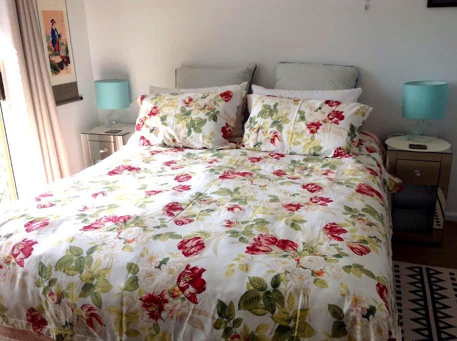 Lismore - Queen room, own bathroom - Goonellabah - Casa