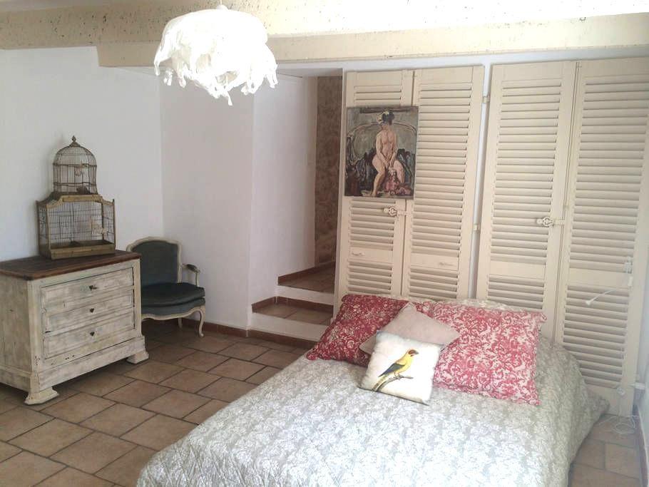 Joli studio meublè dans corps de ferme ancienne - Cabriès - Lejlighed
