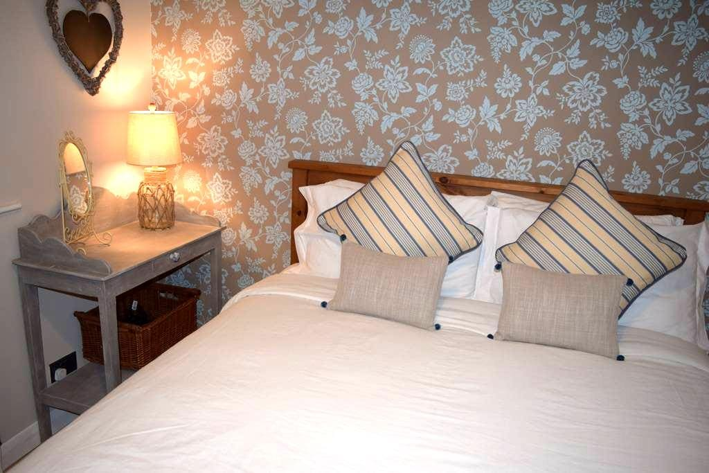 Cosy Cwtch - two bedroom seaside apartment - Porthcawl - Byt