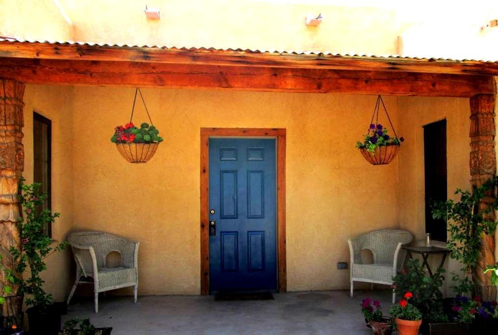 Private Rooms/Bath in Old Mesilla - Mesilla - House