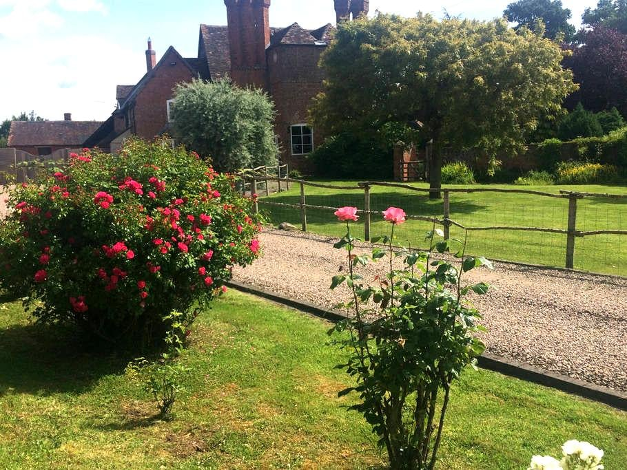 Olde worlde farmhouse with modern comforts & wifi - Hanley Castle