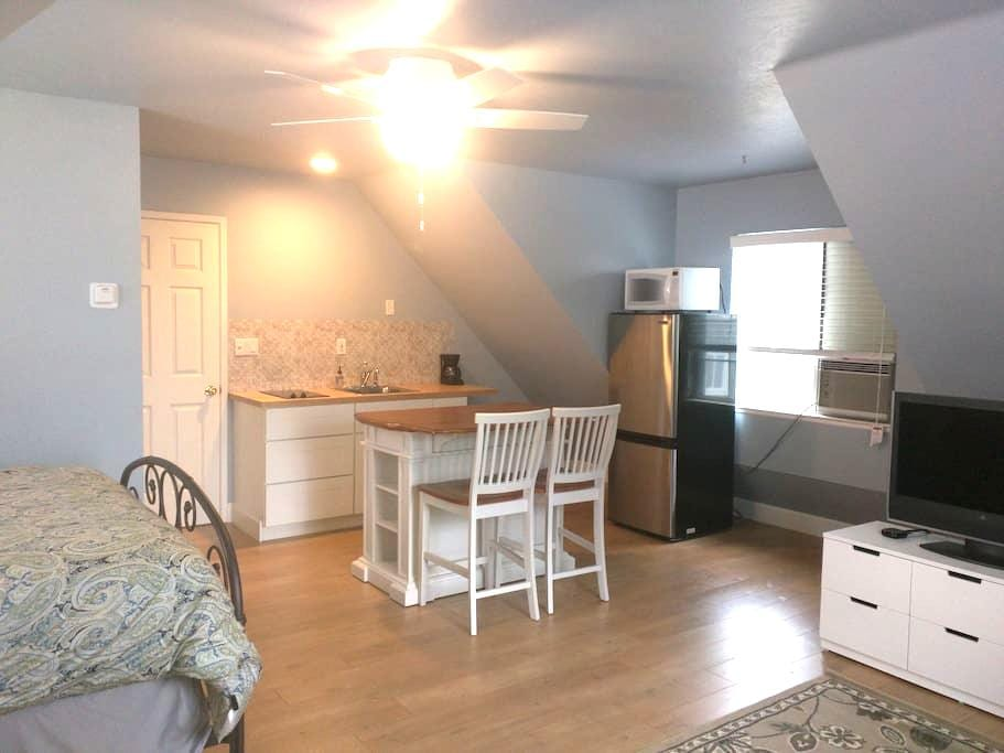 Private Apartment on Storybook Country Estate - Shingle Springs - Guesthouse