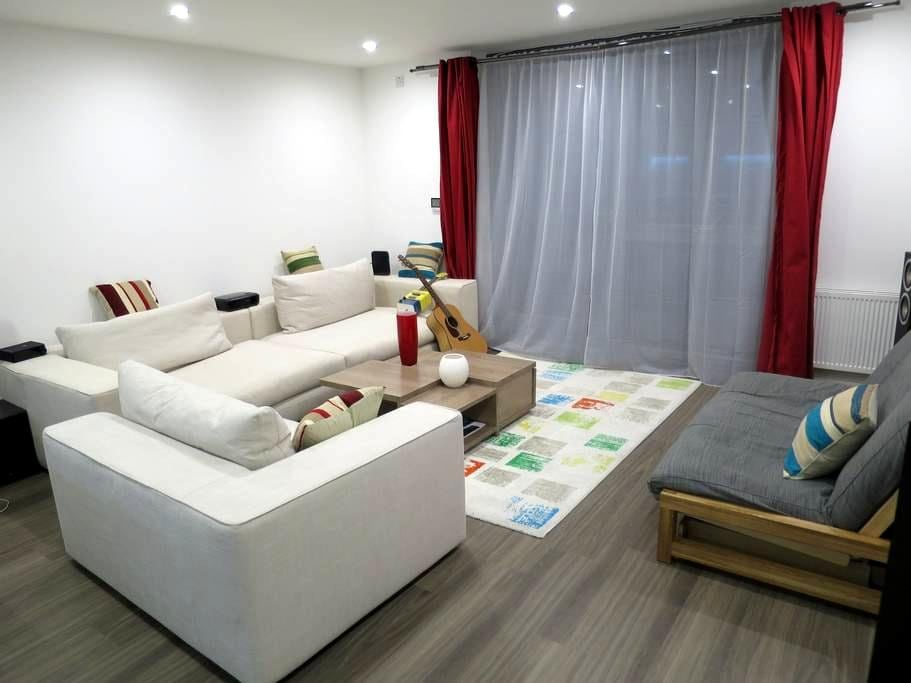 Immaculate zone 1 canalside apartment - London - Apartment