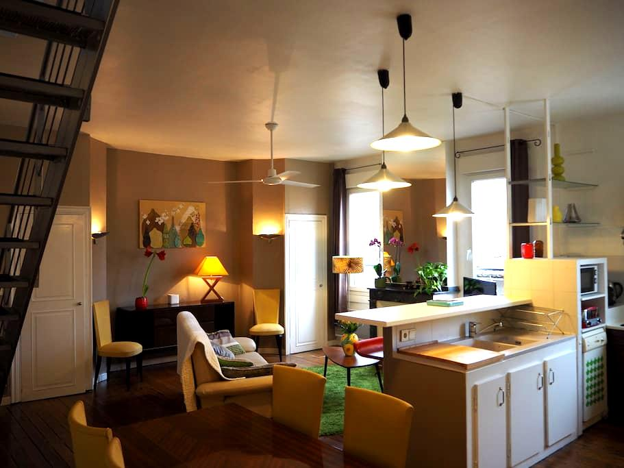 a spacious  duplex in the heart of the  city - Carcassonne - Apartment