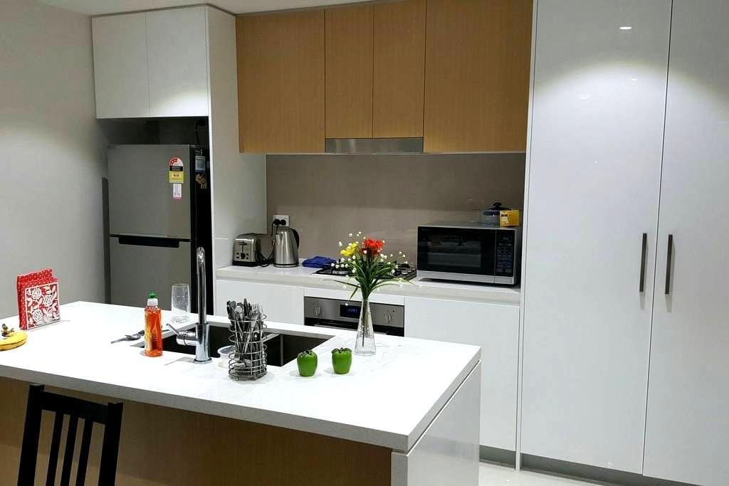Spacious & Cosy Master Room. Convenient Location - Homebush - Apartmen