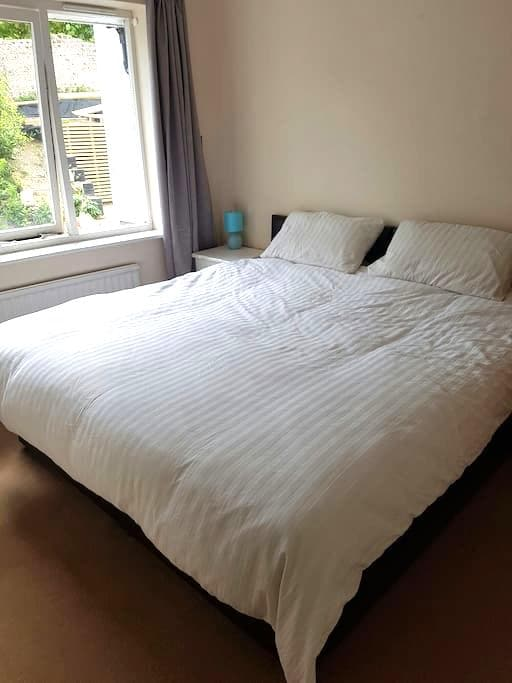 Double (super)or split to twin beds - Brighton - Casa