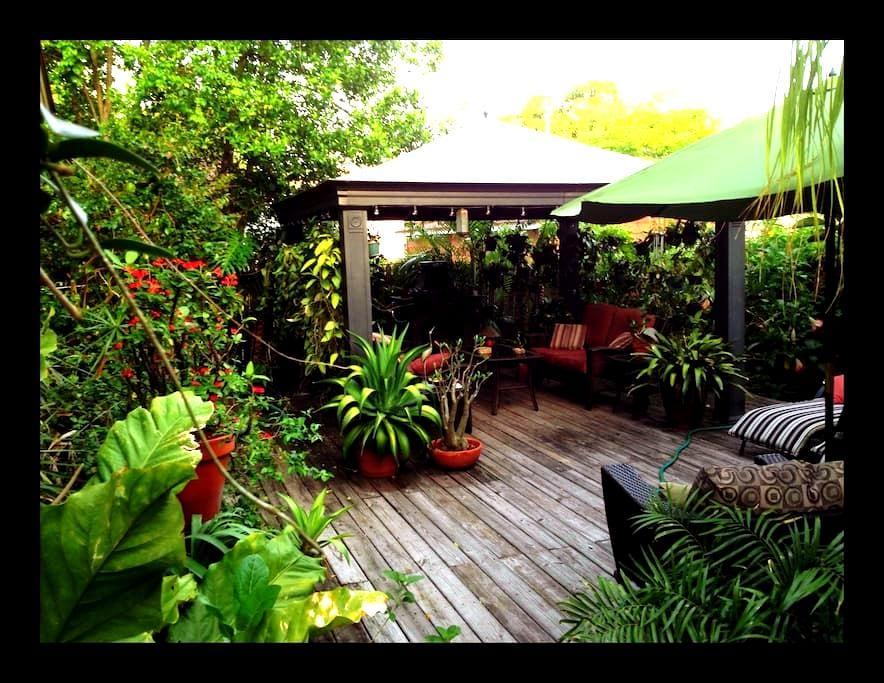 Kenwood Garden Studio - San Petersburgo