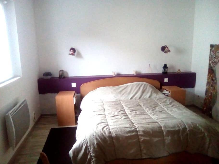 chambre cosy - La Chapelle-Heulin - House