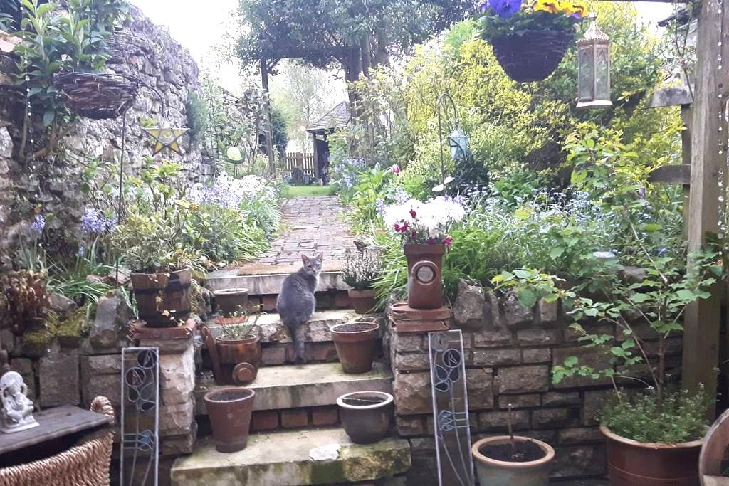 Idyllic 200 year old bijoux stone country cottage - Helmsley - Hus