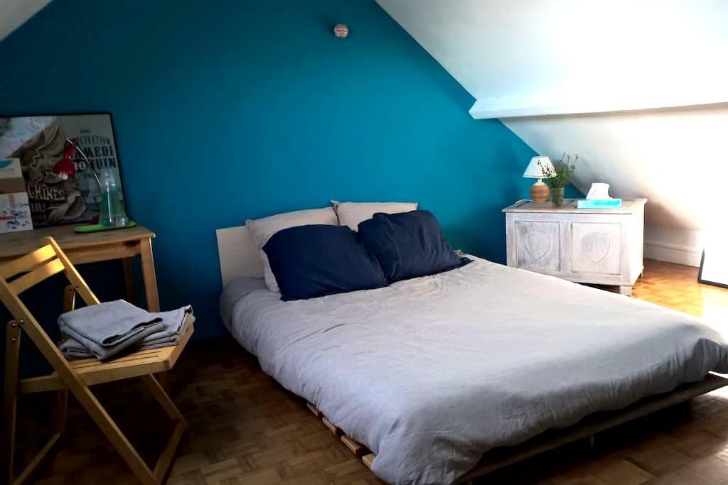 Jolie chambre dans maison chaleureuse - Conflans-Sainte-Honorine - Maison