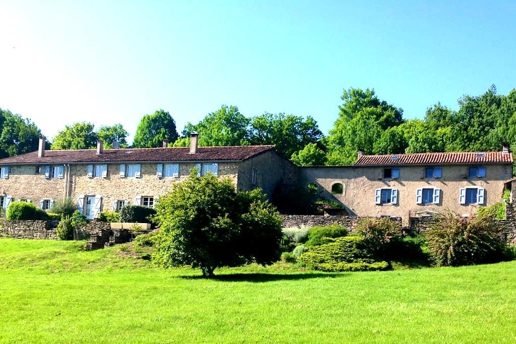 Gîte dans une ferme du 17ème siècle - Rouairoux