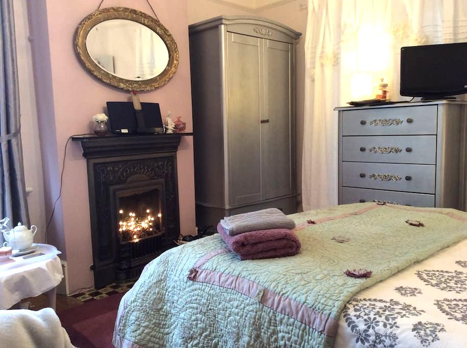 Near Stansted Airport...And cake... - Hertfordshire - Bed & Breakfast