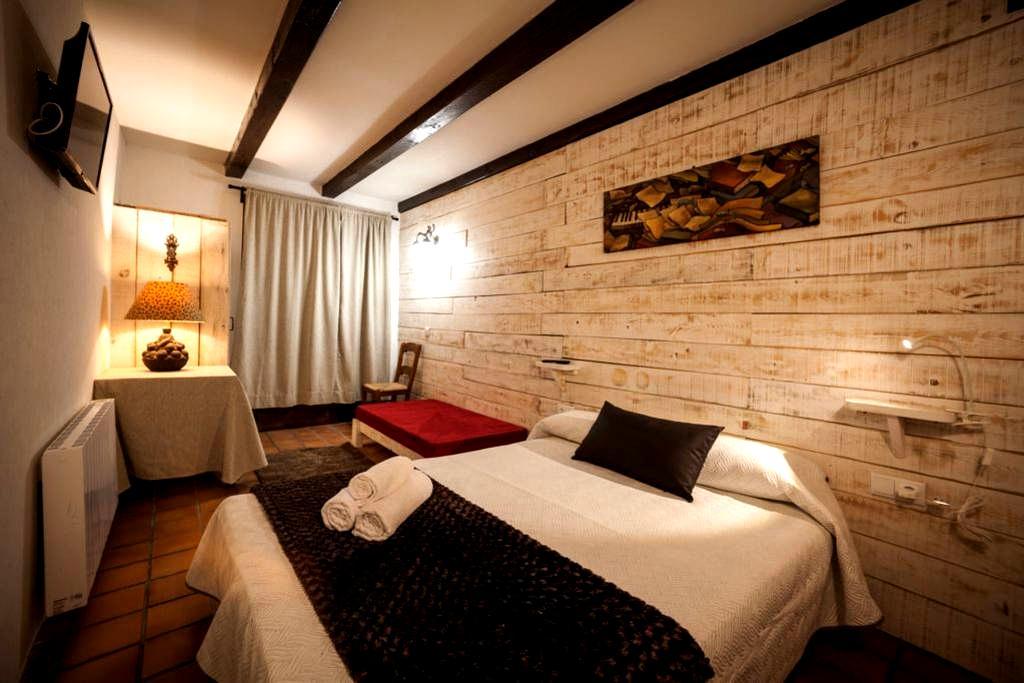 Habitación-2, triple, rústica y acogedora - Lleida - Inny