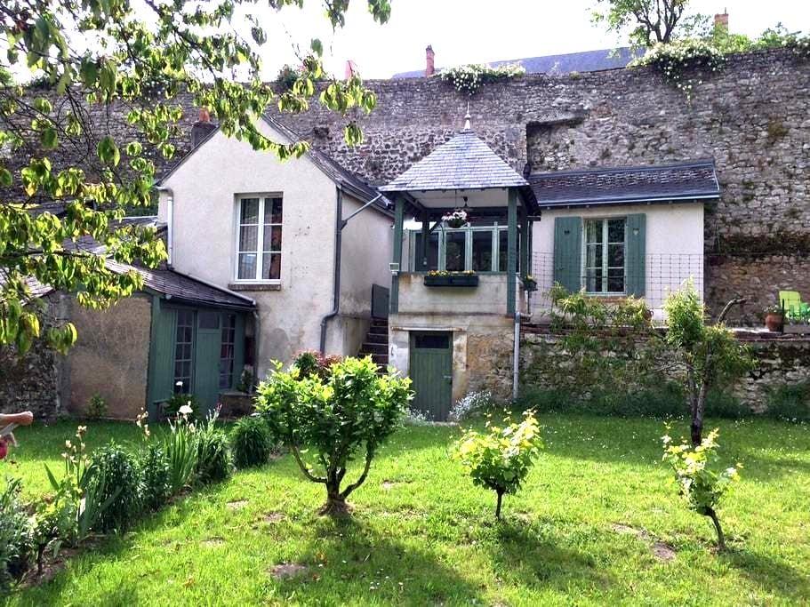 GITE vue sur Loire, citée médiévale - Beaugency - Huis