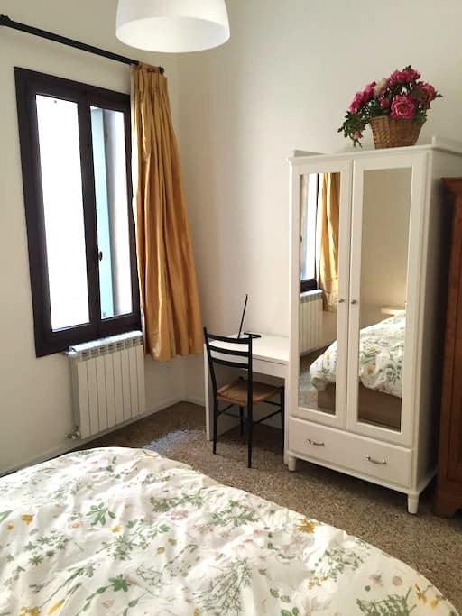 Sharing Venitian Hours - Venezia - Apartment