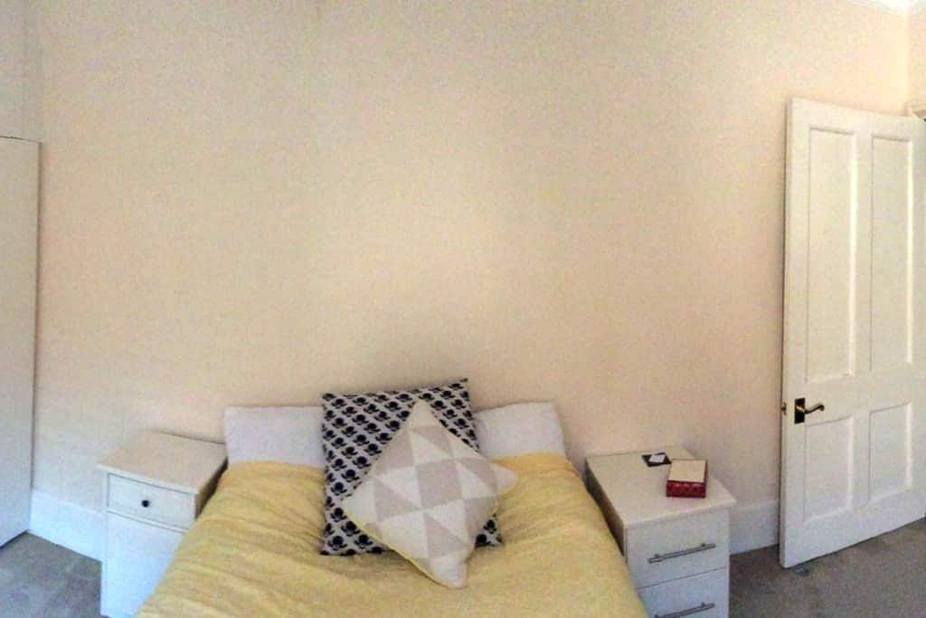 FAB FLAT NEAR GATWICK Ensuite Room - Redhill - Pis