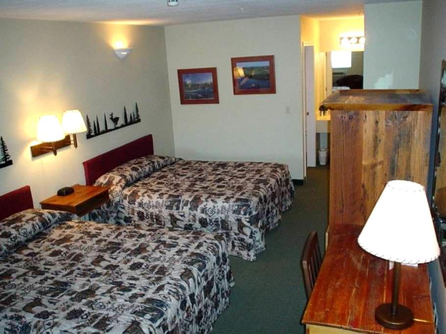 Guestroom at Legend Inn at Shanty Creek #111 - Bellaire - Andere