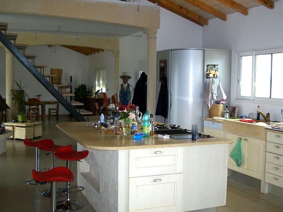 grande chambre a la campagne calme - Sainte-Colombe-de-Villeneuve