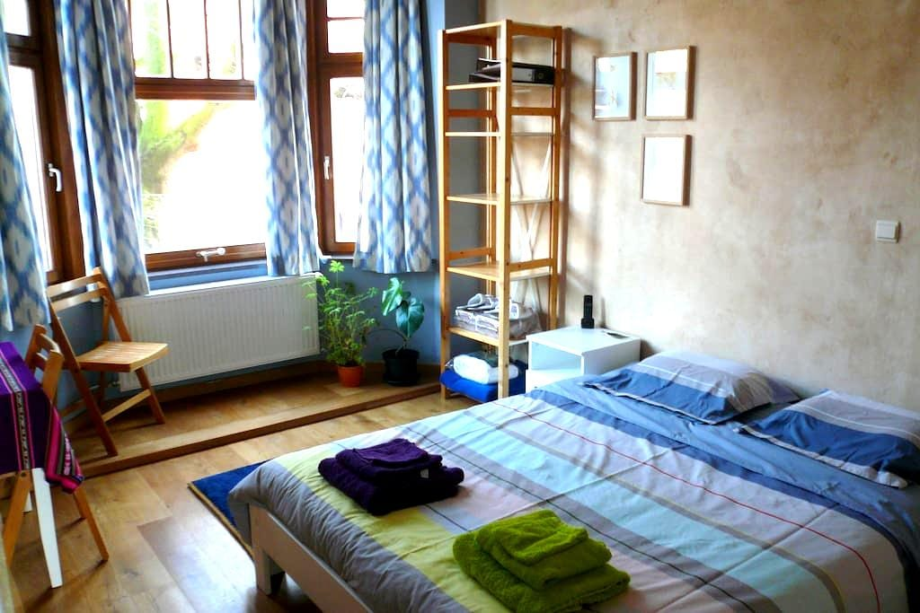 Complete private floor, with bathroom and living - Gent