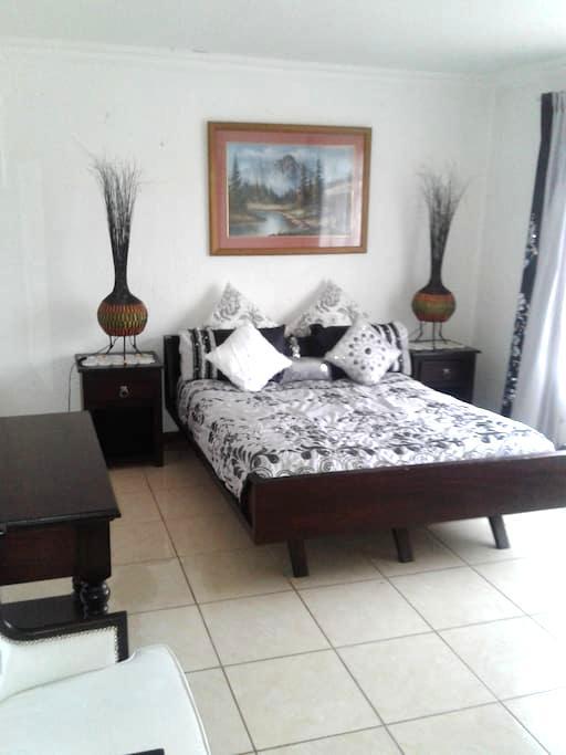 Villa Belle guest house - Springs - Guesthouse