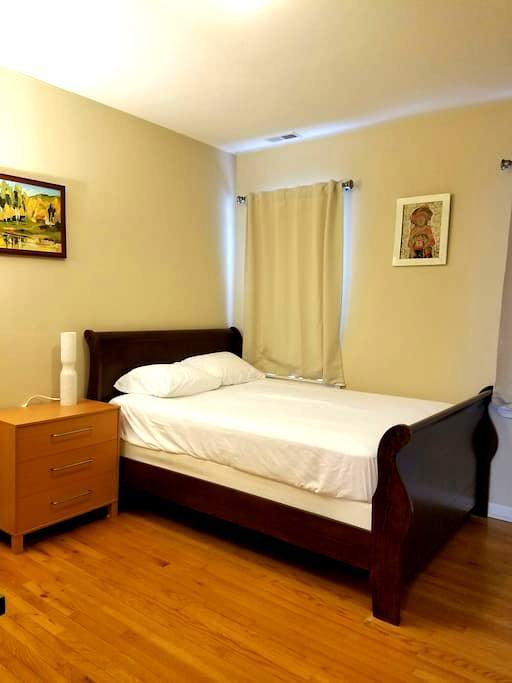Clean Private Bedroom & Bath - Chicago - Apto. en complejo residencial